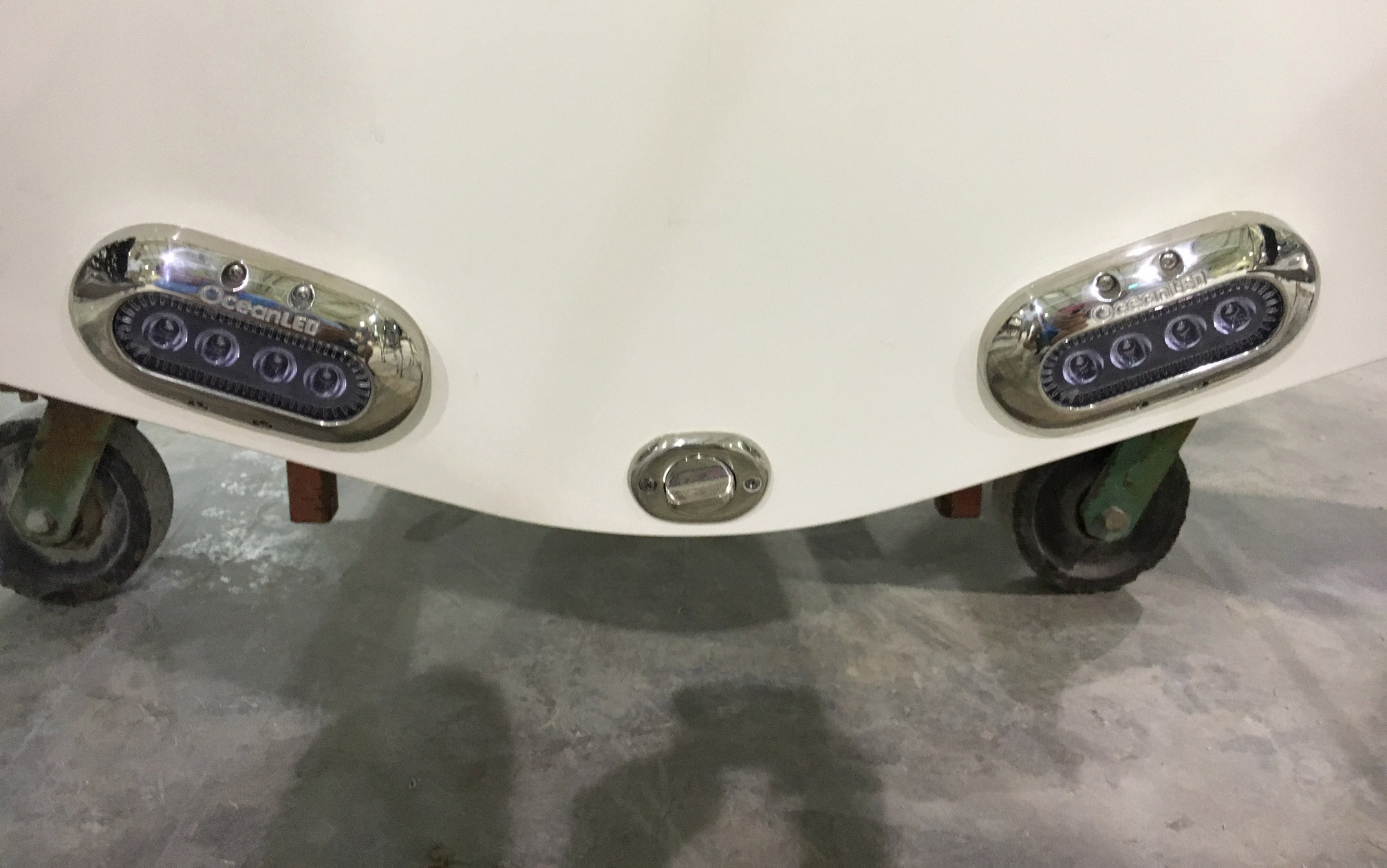 The stern shows off a set of Bennett trim tabs and Ocean LED underwater lights.